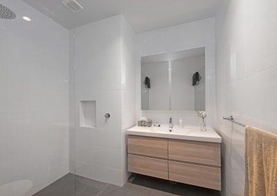 main_house_bathroom